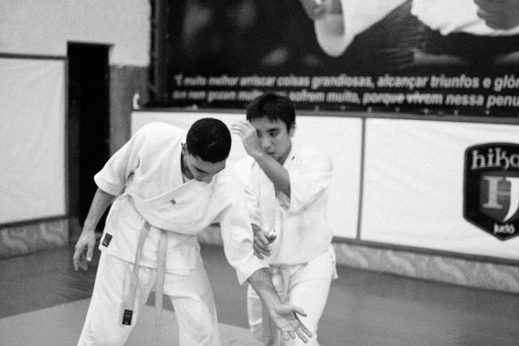 Nage: Fernando Yonezawa (à direita), Uke: Victor Barlez (à esquerda).